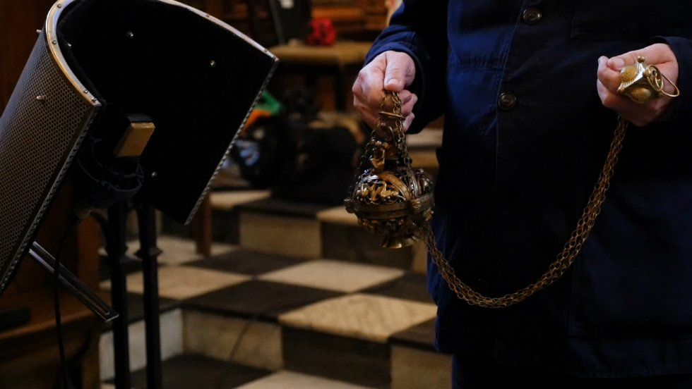 Recording thurible with incense